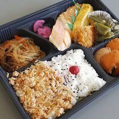 今日のお弁当 (250円)  #ランチ#lunch#ごはん#ひるごはん#お弁当#弁当#おべんとう#love#thankyouu#肉#美味しい#グルメ#yum#yummy#japan#jp#japanesefood#japanesefoods#フォロー#follow#instagram#instafood#instagood#instadaily#yolo#good#nice#like#galaxy#galaxys8