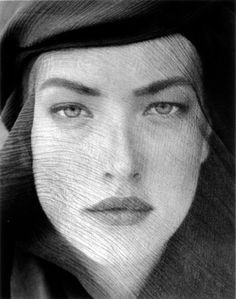 Tatjana, Veiled Head, Tight View, Joshua Tree, 1988 - Herb Ritts