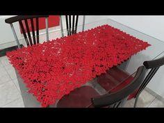 Caminho de Mesa de Crochê BRILHO Por Neddy Ghusmam - YouTube Crochet Doilies, Crochet Flowers, Chrochet, Shag Rug, Diy, Blanket, Rugs, Pattern, Runners