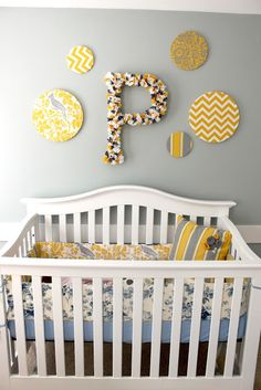 I like the circles and the letter to use for Chloe's room =)