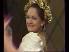 Déryné útra kél - 200 éves a magyar színjátszás (színházi közvetítés) Crown, Fashion, Moda, Corona, Fasion, Crown Rings, Crowns