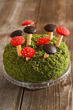 Tort leśny mech to bogactwo darów jesieni: malin, jeżyn i grzybów :). Zapraszam na to pyszne grzybobranie :) Acai Bowl, Food And Drink, Eat, Breakfast, Desserts, Kuchen, Acai Berry Bowl, Morning Coffee, Tailgate Desserts