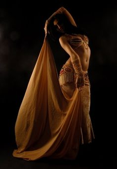 Great inspiration for my belly dancer character Belly Dance Outfit, Belly Dance Costumes, Alvin Ailey, Modern Dance, Dance Tutorial, Paige Hyland, Chica Fantasy, Tribal Belly Dance, Dance Poses