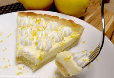This tart is lemony, creamy and oh so easy to make! This lemon mascarpone tart is great for a special occasion or even when you are craving something sweet. Low Carb Deserts, Low Carb Sweets, Low Carb Keto, Low Carb Recipes, Clean Recipes, Marscapone Dessert, Keto Snacks, Snack Recipes, Yummy Recipes