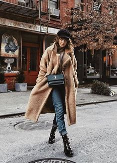 The 25 Best Winter Coats For College Students If you're looking for some cute winter coats for college students, then these popular jackets are some of the warmest and best styles out there! Winter Coat Outfits, Winter Outfits Women, Winter Fashion Outfits, Look Fashion, Autumn Winter Fashion, Fall Outfits, Womens Fashion, Fashion Trends, Outfits 2016