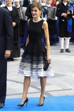 Black dress layered in colour to grey and white - Queen Letizia of Spain, Felipe Varela designer Basic Outfits, Classy Outfits, Dress Outfits, Dress Up, Fashion Outfits, Elegant Dresses, Pretty Dresses, Beautiful Dresses, Estilo Real