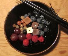 Chokolate and berries - sushi style