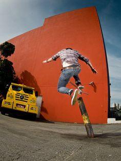 Mur Orange : http://bewaremag.com/2013/09/23/fabiano-rodrigues-3-passions-1-cliche/