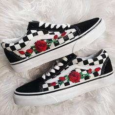 daf3f3569e Checkered RoseBuds Custom Rose Embroidered-Patch Vans Old-Skool Sneakers.  Bestickt PatchSneaker Damen 2018Vans Schuhe ...