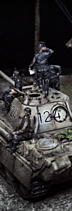 """Behind enemy lines"" Diorama in 1/72 made by Erik Westberg Sweden. ( 1:72 wwII ww2 1/35 1:35 #diorama #1/72 #1:72 #dragon #panther braille scale modelling )"