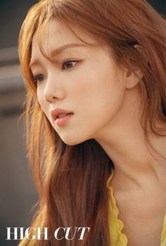 Lee Sung-Kyung took the cover magazine shy, bright appearance, like spring flowers. Actor Lee Sung - kyung released a pictorial picture of small daily life through star style magazine Lee Sung Kyung Makeup, Lee Sung Kyung Hair, Lee Sung Kyung Fashion, Sung Hyun, Korean Actresses, Korean Actors, Korean Celebrities, Celebs, Girl Actors