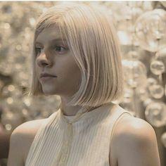Aurora anda um pouco sumida já que está trabalhando em um novo álbum, vamos então relembrar Aurora maravilhosa no ano passado, saudades desse cabelo❤ @auroramusic #Aurora #Music #Hair #Pop