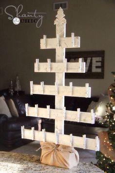 На каждую прищепку по пакетику с карточкой, а потом оставить только карточку, чтобы дерево оставалось красивым!