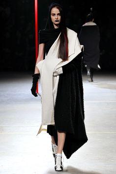 Yohji Yamamoto   Fall 2012 Ready-to-Wear Collection   Style.com