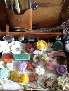 Organic soap  Ulei de cocos, ulei de sofranel, glicerina vegetala,ulei esential de lime, ulei esential de portocala etc.