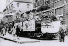 Un tramway de la ville de Québec faisant la promotion des Bons de la Victoire Chute Montmorency, Chateau Frontenac, Le Petit Champlain, Tramway, 1940s, Promotion, Train, Quebec Winter Carnival, Museums