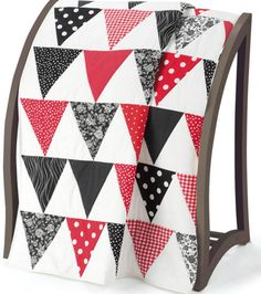 Gorgeous triangle #quilt with free directions :)