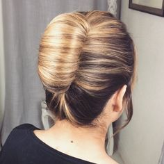 ♔ Beauty Video - tutorials: The High Rolled Chignon by SweetHearts Hair Design