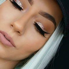 @krystalclearmakeup in Stila Cosmetics' Glitter & Glow 'Smoldering Satin'
