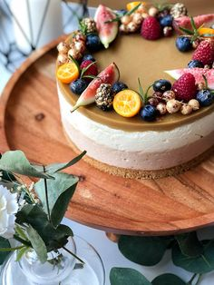 Cheesecake Decoration, Dessert Decoration, Chocolate Cream Cake, Vanilla Sheet Cakes, Baking Recipes, Dessert Recipes, Scones Ingredients, Just Eat It, Vegan Cake