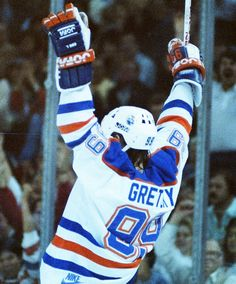 Sexy Golf, Wayne Gretzky, St Louis Blues, Edmonton Oilers, Nfl Fans, National Hockey League, Toronto Maple Leafs, Hockey Players, Ice Hockey