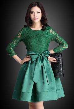 Brokat dress kombinasi satin banyak diminati saat ini. Karena kombinasi brokat dress dengan satin mampu memberikan kesan yang sangat indah dan sangat cantik