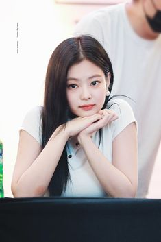 Your source of news on YG's current biggest girl group, BLACKPINK! Please do not edit or remove the logo of any fantakens posted here. Kim Jennie, Yg Entertainment, South Korean Girls, Korean Girl Groups, Wallpapers Kpop, Rapper, Blackpink Members, Kim Jisoo, Black Pink Kpop