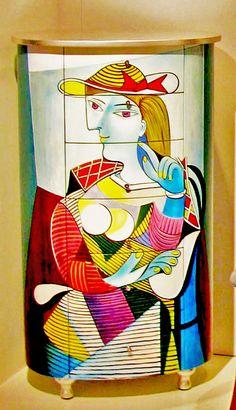 Danber mobile Picasso Dimensioni: cm 68×49 h. 120 Un mobile che diventa una scultura , dalle forme geometriche e i colori accesi. . #Mobile Leggi tutto: http://goo.gl/OOOgyp