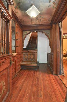 Inside+Brownstone+Houses+in+Brooklyn+NY | Brooklyn New York row house vintage 19th century foyer woodwork