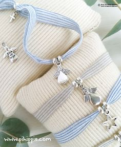 Fabric Jewelry, Resin Jewelry, Baby Showers, Wire Jewelry Designs, Cute Notes, Unique Baby Gifts, Diy Ribbon, First Communion, Handmade Bracelets