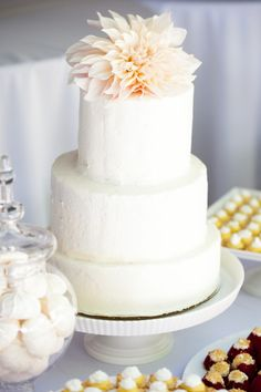 Simple cake & flower topper