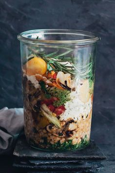 Jarred summer salad with grilled vegetables, feta and homemade pesto #vegetarian | TheAwesomeGreen.com