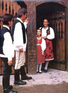 Bukovinai székelyek Érden Folk Music, Hungary, Budapest, Folk Art, Costumes, Traditional, History, Couple Photos, Beautiful