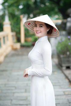 68 Ideas For Fashion Asian Girly White Dress Vietnamese Traditional Dress, Vietnamese Dress, Traditional Dresses, Ao Dai, Vietnam Costume, Vietnam Girl, Female Poses, Beautiful Asian Women, Sexy Asian Girls