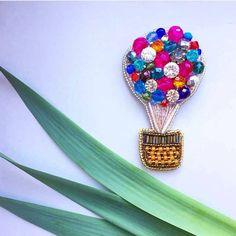 Автор @takeabrooch 〰〰〰〰〰〰〰〰〰〰〰〰〰〰 По всем вопросам обращайтесь к авторам изделий!!! #ручнаяработа #брошьизбисера #брошьручнойработы #вышивкабисером #мастер #бисер #handmade_prostor #handmadejewelry #brooch #beads #crystal #embroidery #swarovskicrystals #swarovski
