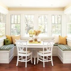 Cottage kitchen nook This would work in our kitchen! Kitchen Nook, New Kitchen, Kitchen Seating, Kitchen Banquette, Kitchen Ideas, Kitchen Dining, Kitchen Booths, Kitchen Tables, Kitchen Yellow