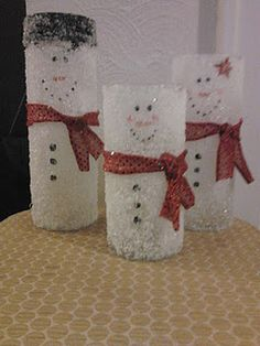DIY snowpeople - Frosty Family Upcycle with Epsom salt gotta make these for teresa All Things Christmas, Christmas Time, Christmas Ideas, Christmas Glasses, Family Christmas, Hacks, Vase Design, Paper Vase, Crafts For Kids