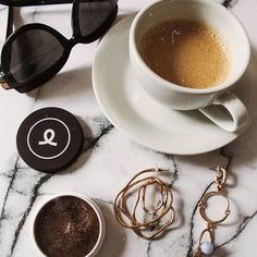LUNDI ☕🖤 [coffee & some essentials] . . . . . #coffee #coffeetime #cafe #break #beauty #lipscrub #frankbody #sephora #beautycare #jewelry #black #marble #flatlay #photography #bestoftheday