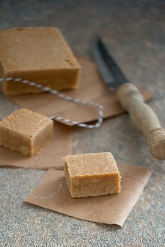 Dulce de Leche en Tabla Recipe (Milk Fudge Squares) are delicious and simple fudge squares can be made plain or topped with jams or coconut cream. Vanilla Recipes, Fudge Recipes, Candy Recipes, Sweet Recipes, Dessert Recipes, Mexican Candy, Mexican Dishes, Mexican Food Recipes, Mexican Milk Candy Recipe