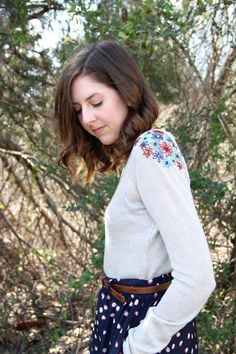DIY Sweater Makeover - Flower Embroidered Shoulders / One Sheepish Girl Diy Embroidery, Embroidery Patterns, Sweater Embroidery, Alter Pullover, Pullover Design, Old Sweater, Diy Couture, Textiles, Girls Sweaters