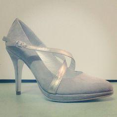 #Zapato #salon con #plataforma #platform #pumps #heels #suede #metal #fashion #shoes #calzado #artesanal #porencargo y #parallevar en #tienda #showroom #madrid o #tiendaonline www.jorgelarranaga.com