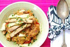 rote quinoa-pfanne mit brathendl-tofu, vegan
