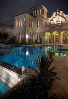 #Luxury#Mansions#Homes#Pools#Interiors #Bathrooms#Kitchens