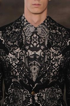 ~ Living a Beautiful Life ~ Lace print for you brave guys - Alexander McQueen, of course High Fashion, Fashion Show, Mens Fashion, Fashion Tips, Fashion Edgy, Fashion Details, Fashion Design, Lace Print, Inspiration Mode