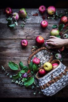 Apple Cheesecake with a Brown Butter Crust by Eva Kosmas Flores Apples Photography, Dark Food Photography, Apple Benefits, Butter Crust, Creative Food Art, Apple Cheesecake, Diet And Nutrition, Veggies, Vegetables