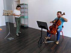 #jusquaquandpourralemonde hier, répétition avec marie (qui incarne andrias dans l'opéra) et françois (violoncelliste) pour préparer le 19 septembre prochain... @reseaudedale #porterenaud #andriasscheuchzeri #opera #violoncelle #chant #čapek #salamandre #france #mulhouse