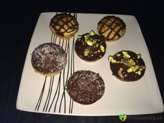 #donuts #pistachio #cake Pistachio Cake, Donuts, Muffin, Breakfast, Mini, Fitness, Food, Frost Donuts, Morning Coffee