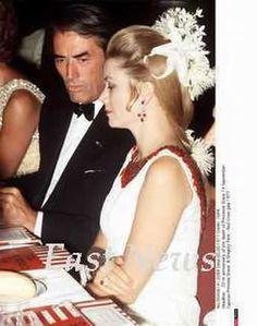 La princesa Gracia peinada por Alexandre y vestida por Marc Bohan en la Gala de la Cruz Roja de 1969.