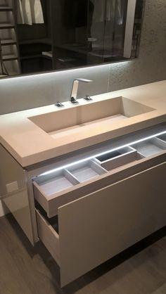 Presso il nostro show-room potete trovare suggestive ambientazioni per l'arredo bagno. Realizziamo mobili su misura Plus+ per soddisfare ogni esigenza e siamo rivenditori Laufen.