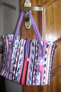 https://flic.kr/p/7NHqhn   As Bolsas da Bea!!!!   Bolsa de tapete!!!! As colegas dela adoraram.... estão mandando encomendas.... e eu sem tempo!!!!